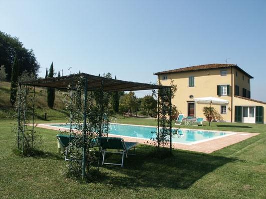 Villa in affitto a Capannori, 9 locali, prezzo € 4.000 | CambioCasa.it