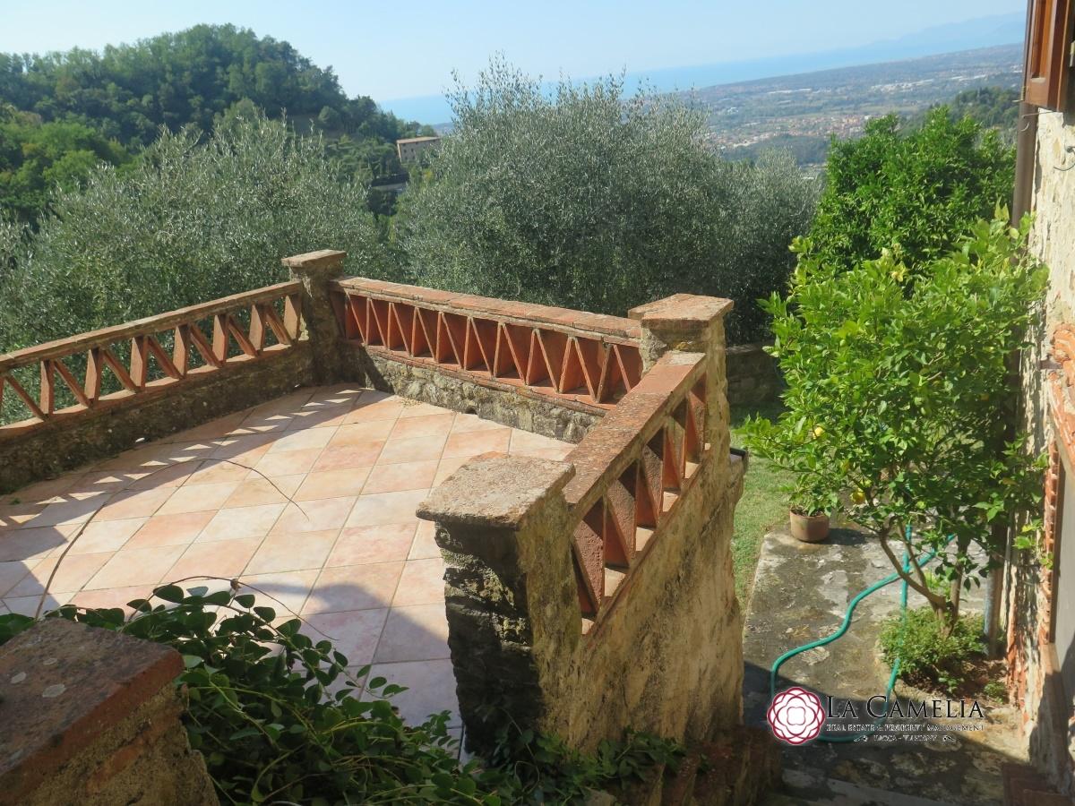 Rustico / Casale in vendita a Camaiore, 10 locali, prezzo € 520.000 | Cambio Casa.it