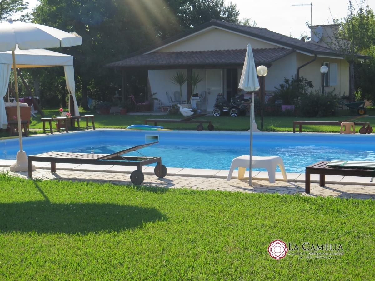 Villa in vendita camaiore vendita villa camaiore camaiore for Grande villa in vendita