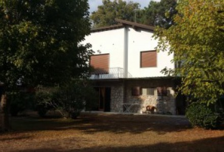 Detached Villa in a quiet residential area, 700 metres from the sea, near Forte dei Marmi