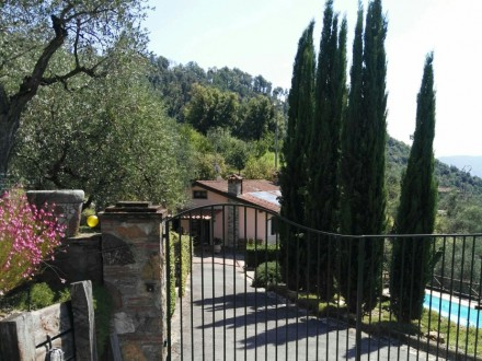 Beautiful restored villa on the hills of Lucca with pool and magnificent views