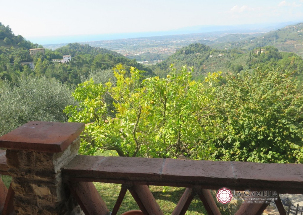 Sale Farmhouse Camaiore - Characteristic country house for sale with seaview Locality