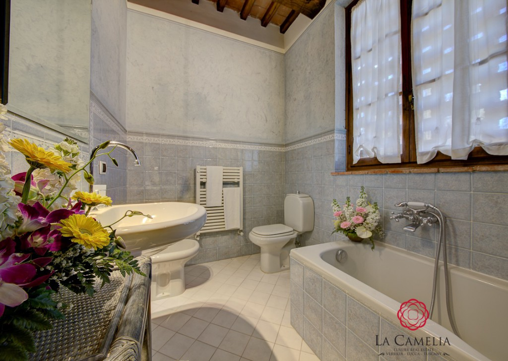Holiday Rentals Villa Lucca - Holiday Home - Villa Il Mulino - Luxury Farmhouse - Lucca countryside Locality