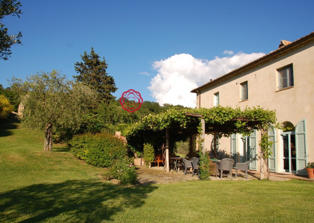 Holiday Rentals Villa San Casciano dei Bagni - Villa Belcanto - with beautiful garden and pool - WEEKLY RENT - HOLIDAY VILLA Locality
