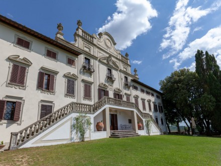 Historic villa in the beatiful Tuscan countryside near Siena - 14 pax / 7 bedrooms / 7 bathrooms