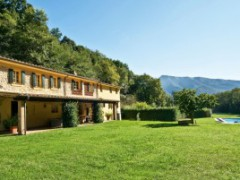 Farmhouse surrounded by the greenery of the Camaiore Hills - 1