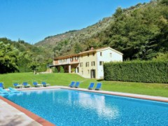 Farmhouse surrounded by the greenery of the Camaiore Hills - 6