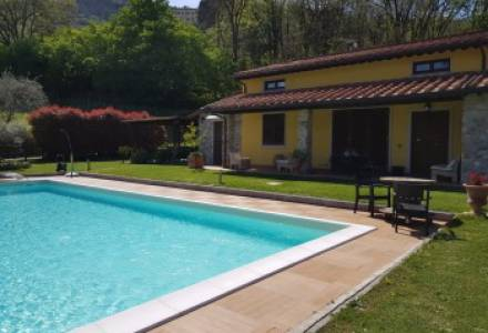 Country villa with swimming pool  - Lucca countryside