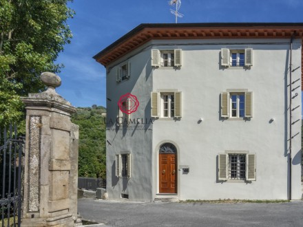 Stylish B&B for sale just a few miles from Lucca
