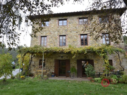 Stone farmhouse with panorama for sale Lucca hills