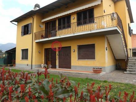 Single Villa divided into two apartments - a few km from Lucca