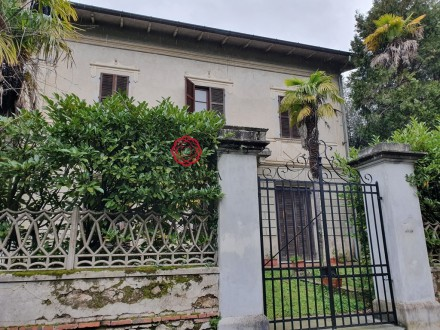Manor villa to be renovated on the hills of Camaiore