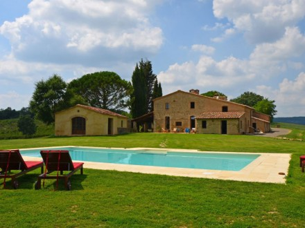 Farmhouse with pool - Siena -  Sleeps 20 pax / 9 Bedrooms / 10 Bathrooms