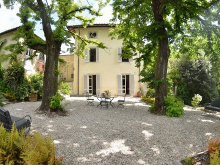 Private villa with swimming pool at a short distance from Lucca